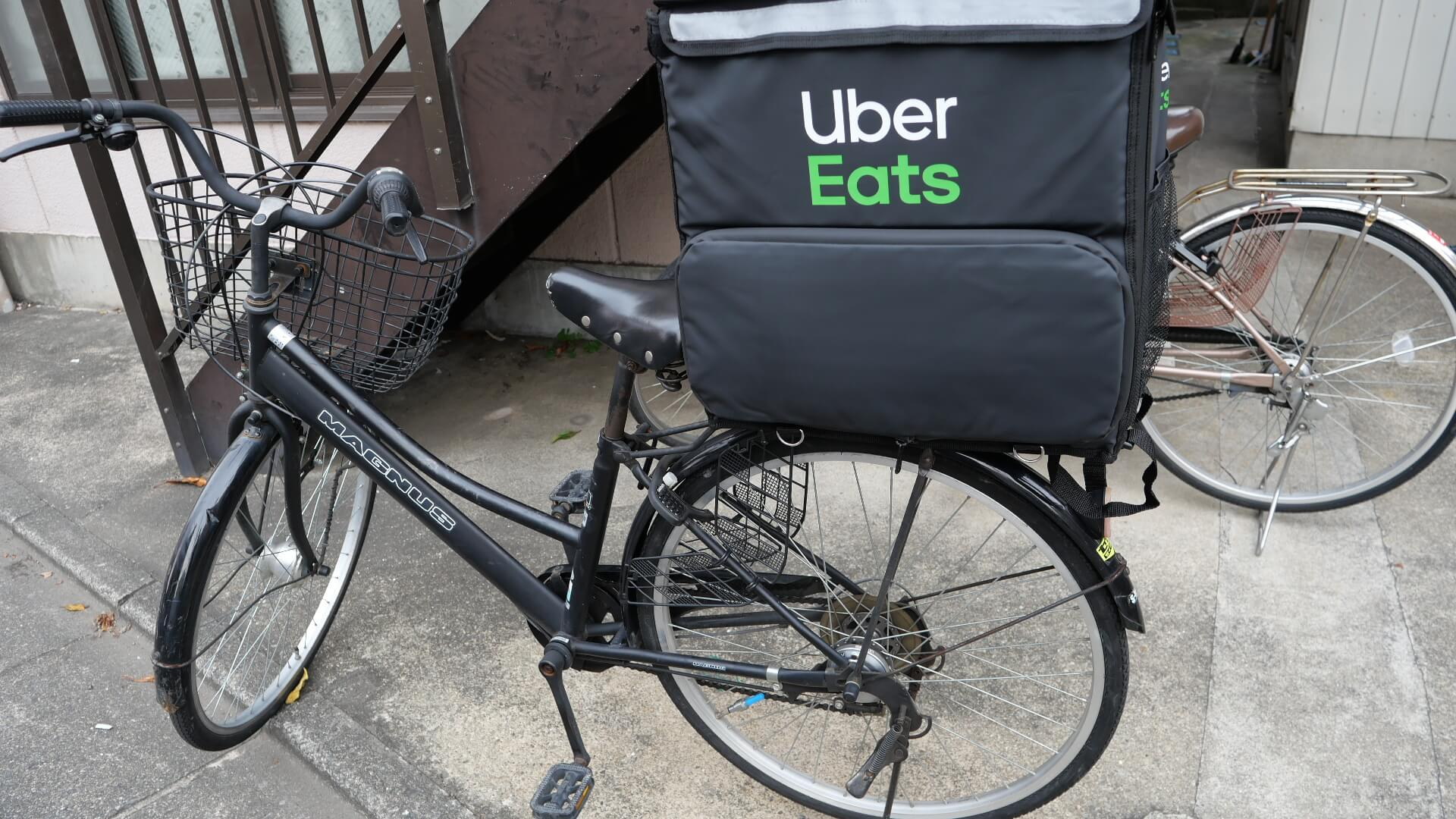 ウーバーイーツのバッグ自転車への固定方法