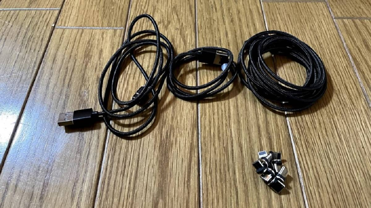 便利グッズ、マグネット式充電ケーブルの画像